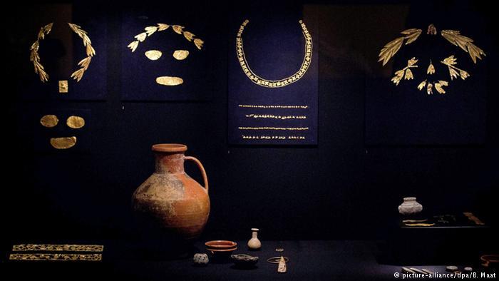 Экспонаты выставки Крым. Золото и тайны Черного моря