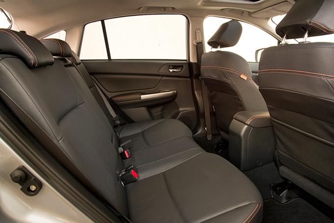 Кожаный салон с подогревом передних иэлектроприводом водительского сиденья, 2-зонный климат-контроль имультимедийка с7-дюймовым экраном входят вбогатую базу