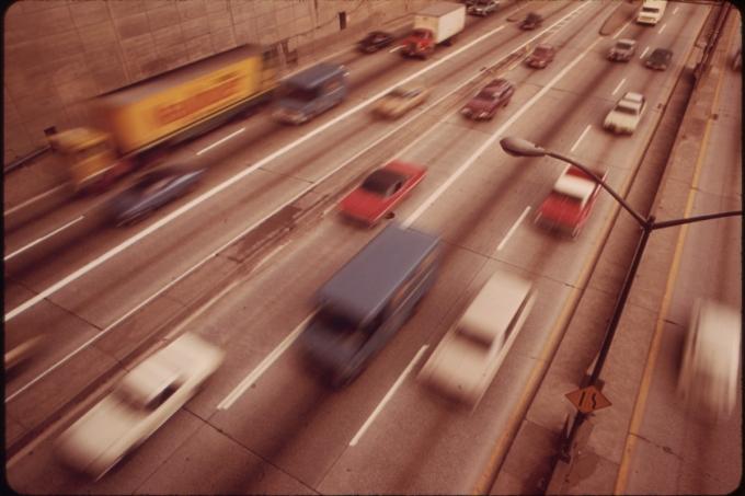 В Нью-Йорке разрешили водить автомобили «без рук», но за деньги!