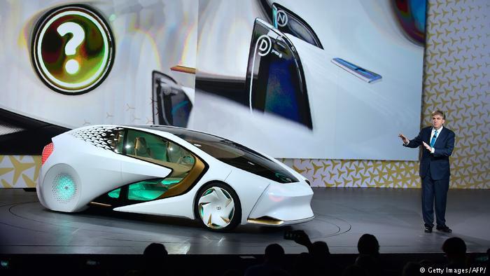 Прототип легкового автомобиля компании Toyota на выставке CES в Лас-Вегасе