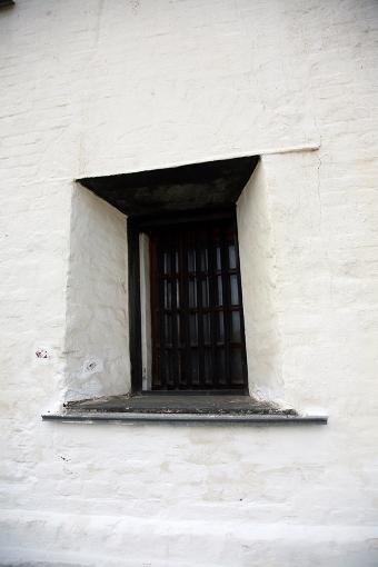 Исторический факт: нанижнем ярусе башни находилась личная тюрьма Демидовых, очем напоминают сохранившиеся сXVIIIв. решетки наокнах