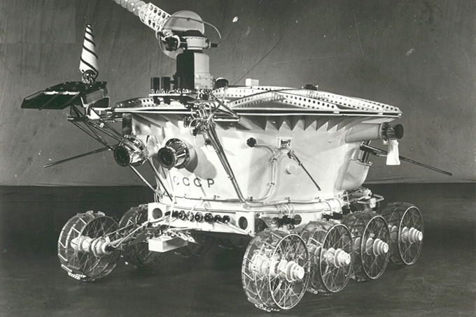Среди LRV наибольший лунный пробег (35,89 км) на счету третьего экземпляра, но лунным дальнобойщиком №1 остается «Луноход-2» (42км)