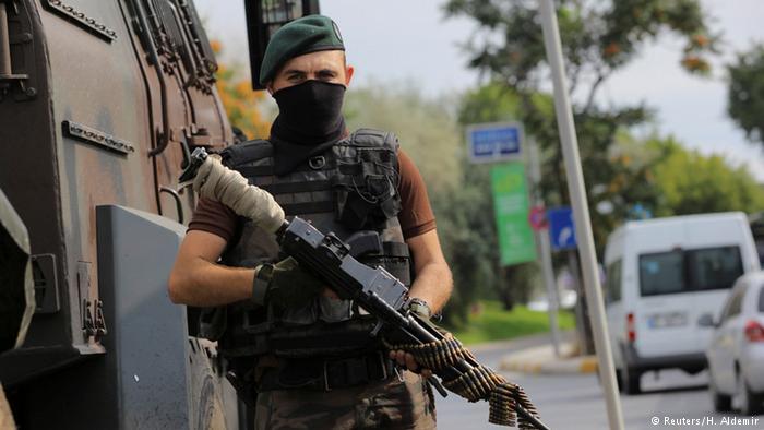 турецкий спецназовец в Стамбуле