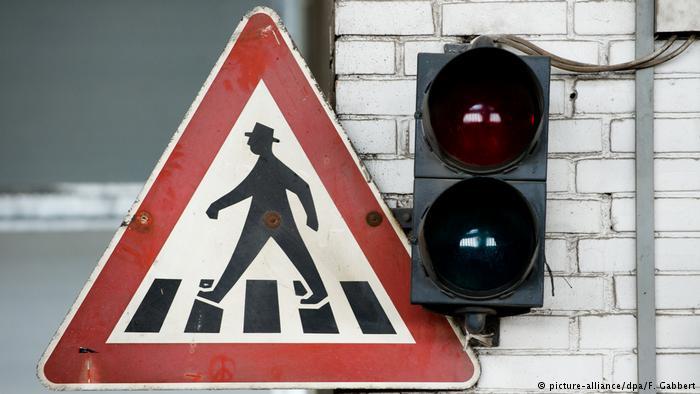 Знак Осторожно, пешеходный переход