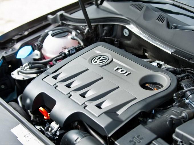 Volkswagen-Passat-2011-1600-40.jpg