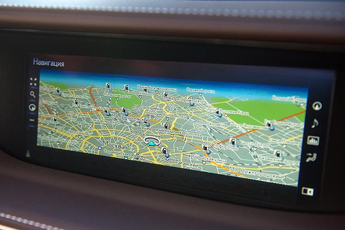 Навигатор оповестит вас окамерах, но не покажет пробки без подключения кинтернету, авойти вСеть можно лишь через регистрацию на my.lexus.eu спривязкой телефона кучетной записи