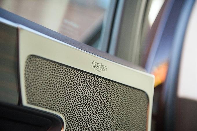 Все версии, кроме базовых, комплектуются аудиосистемой объемного звучания Mark Levinson 3D Surround c 24 динамиками и2400-ваттным усилителем