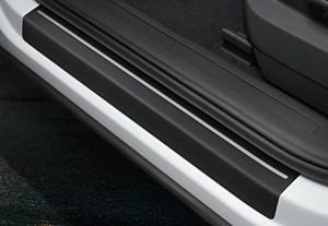 Самостоятельно устанавливаем защитные накладки на пороги автомобиля