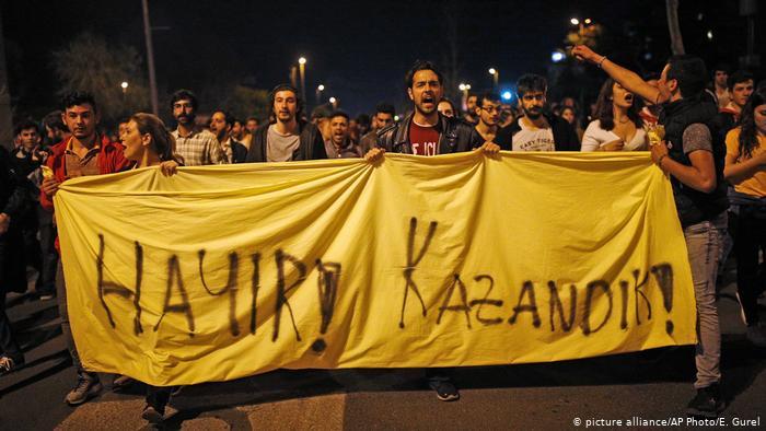 Акция противников конституционного референдума в Турции, Стамбул