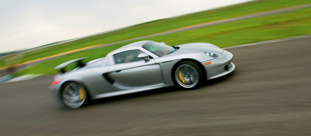 Porsche Carrera GT VS Ford GT_03