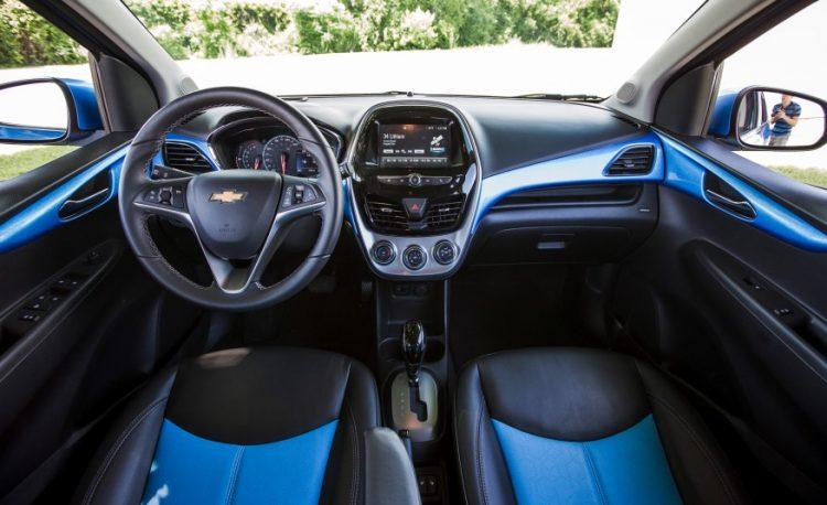 Фото интерьера Chevrolet Spark 2016-2017 года