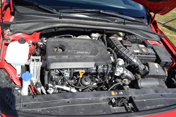 Под капотом hyundai i30 2017 дизельный двигатель.