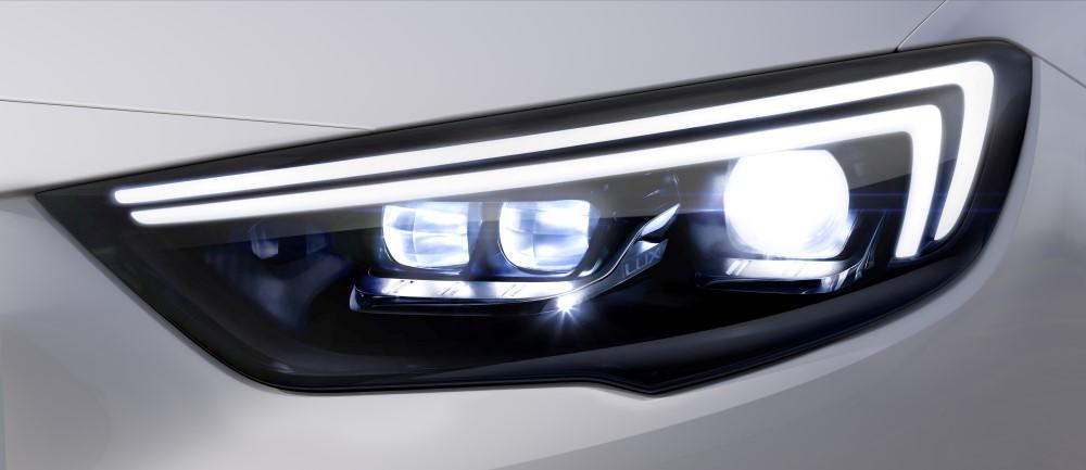 Новые матричные фары - предмет особой гордости компании Opel.