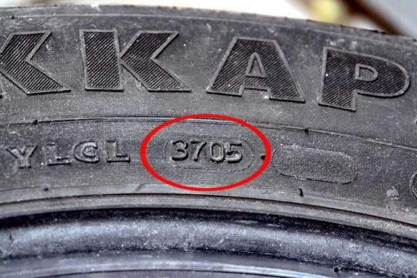 Обозначение срока годности шин.