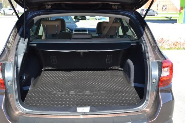 Фото Subaru Outback 2018 - вид в багажник.