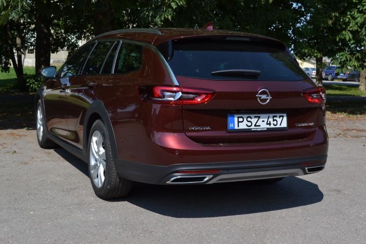 Фото Opel Insignia Country Tourer турбодизель 4x4 - вид сзади.