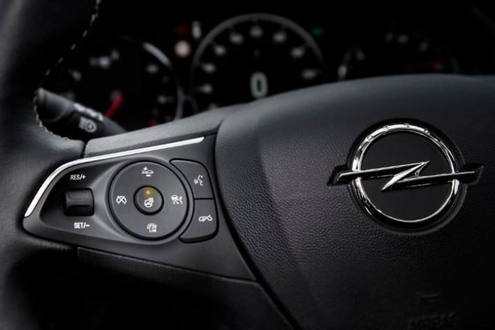 Фото рулевого колеса Opel Insignia Country Tourer.