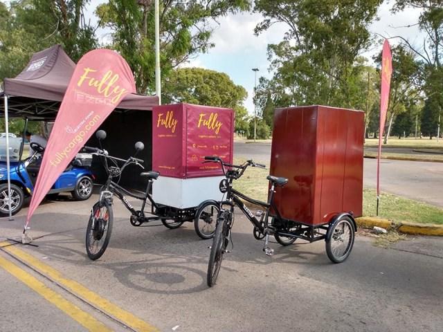 Exhibición de vehículos de micro-logística en Buenos Aires