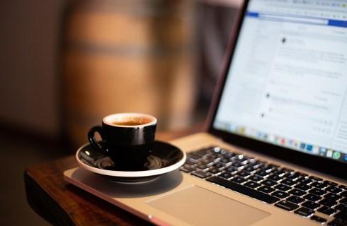 Как узнать, кто просматривал вашу страницу в Facebook
