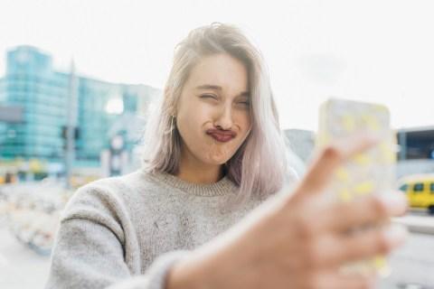 Как сделать собственные стикеры для Snapchat