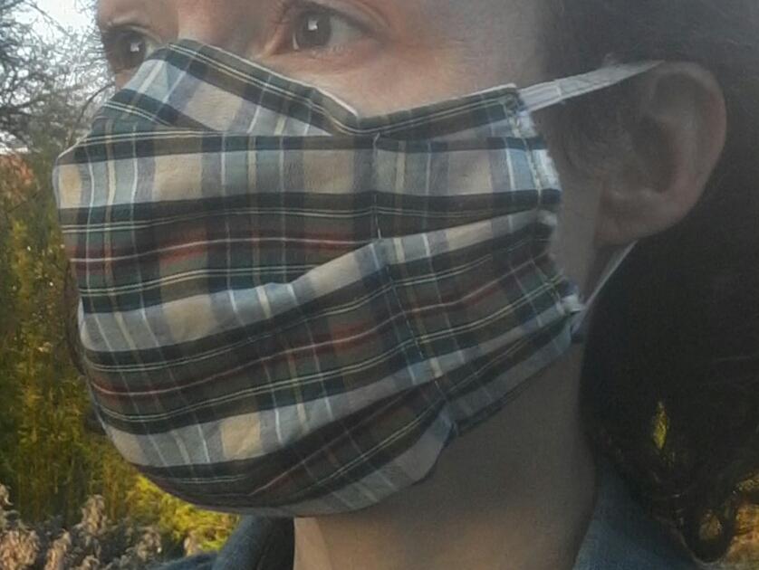 port du masque de protection en tissu