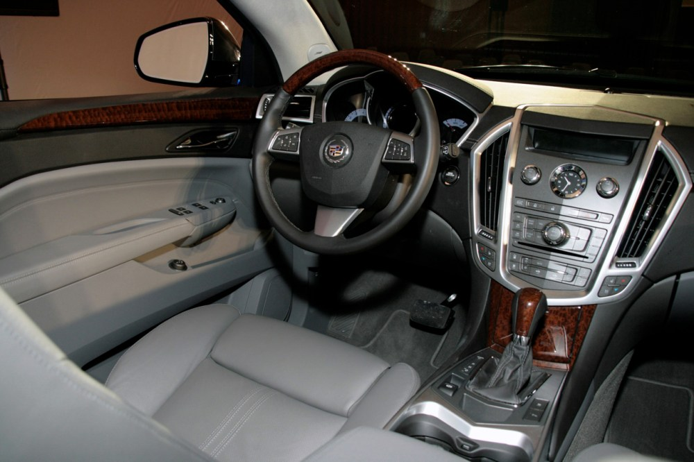 medium resolution of new 2010 cadillac srx officially revealed photo video cadillac srx 2010 live presentation interior img 6
