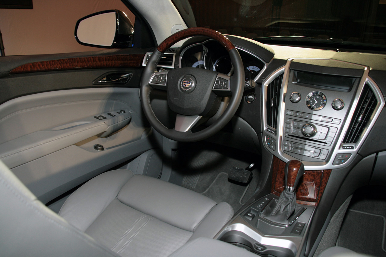 hight resolution of new 2010 cadillac srx officially revealed photo video cadillac srx 2010 live presentation interior img 6