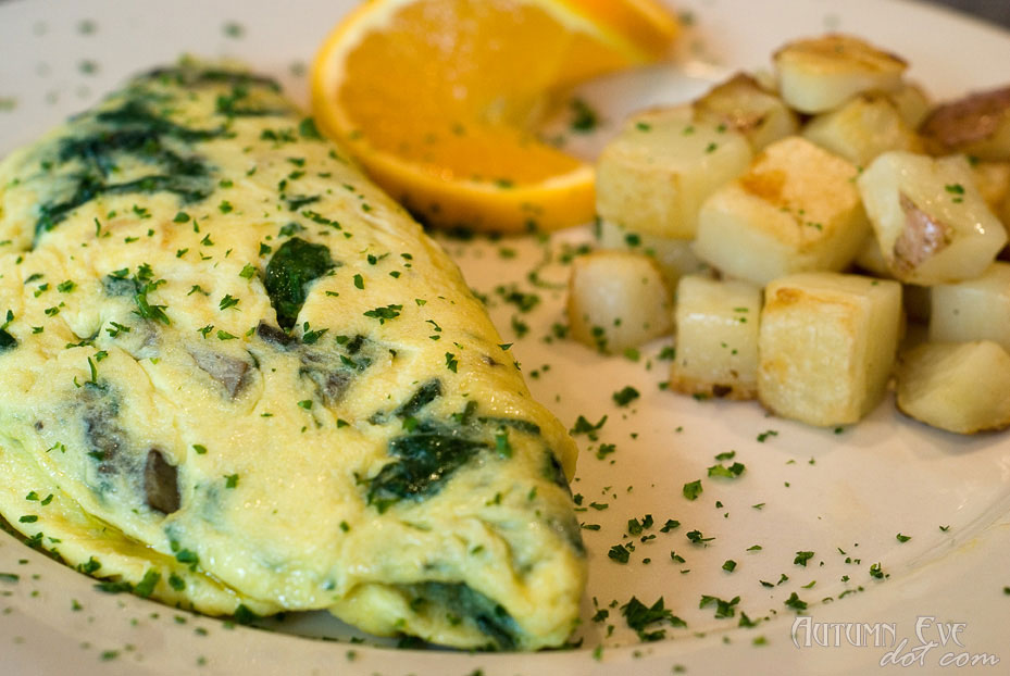 Over Easy Café: Damen Avenue Omelet