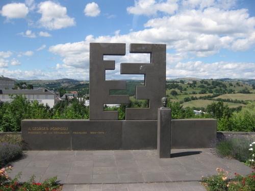 gxdXwdCFIwfYTzqMonument dédié à Georges Pompidou à St Flour