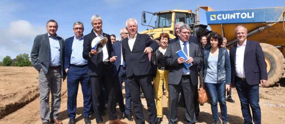 Laurent Wauquiez, Martine Guibert Bruno Faure, Vincent Descoeur, Pierre Jarlier... lors de la visite de chantier.