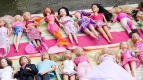 Ein Haufen Barbies
