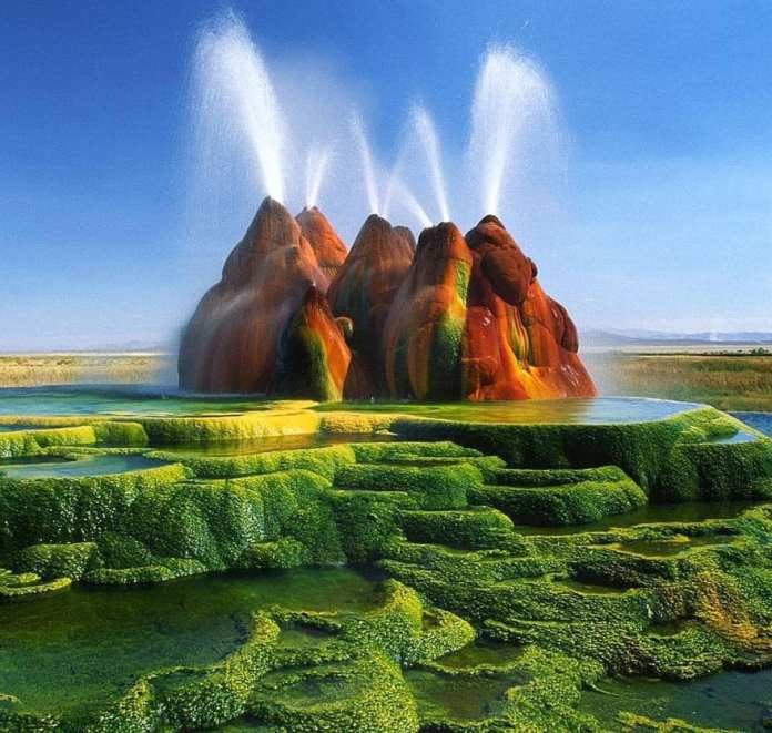 Fly Geyser in Nevada, USA (The flying geyser)