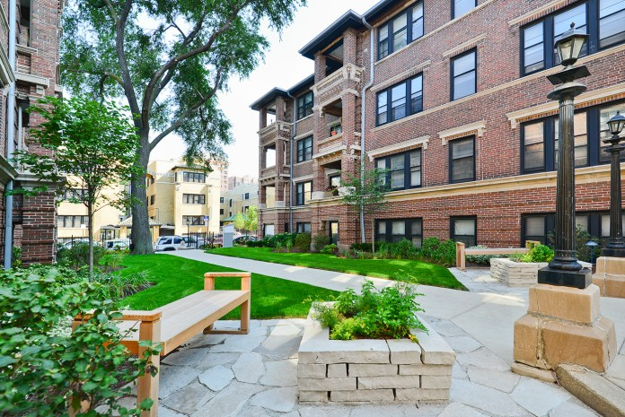 Living In Lakeview Chicago,