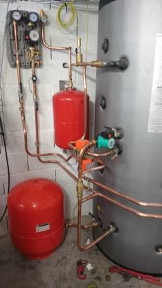 hydraulique d'un solaire thermique afin de chauffer une piscine un PC l'eau chaude sanitaire avec une relève fioul