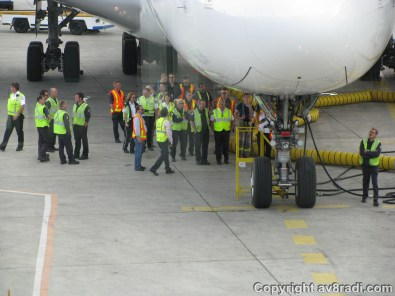 Being the fourth A380 into YYZ, there seemed to be a training session in progress for the maintainence crew