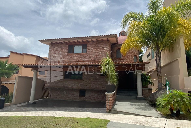 Increible Residencia en venta diseño exclusivo de Arq. Cramer en el Fracc. más privilegiado de Xalapa