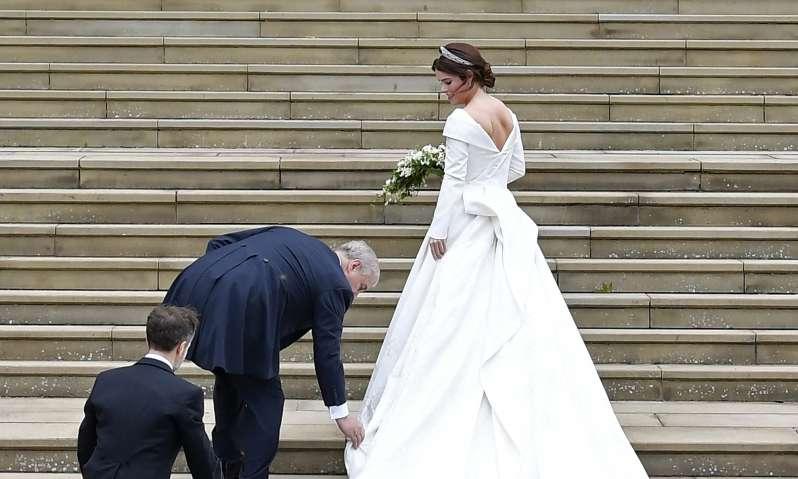 Es ist offiziell Das Brautkleid von Kate Middleton wurde