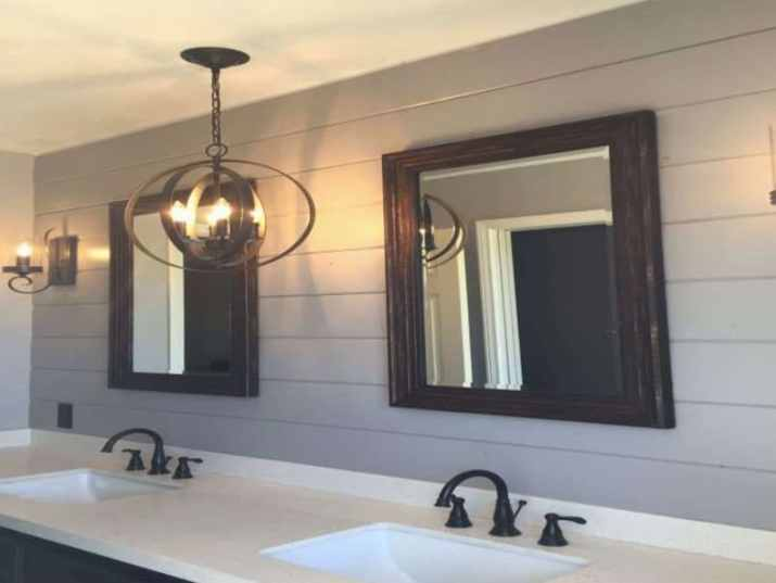 Bathroom Ceiling with Unconventional Lighting