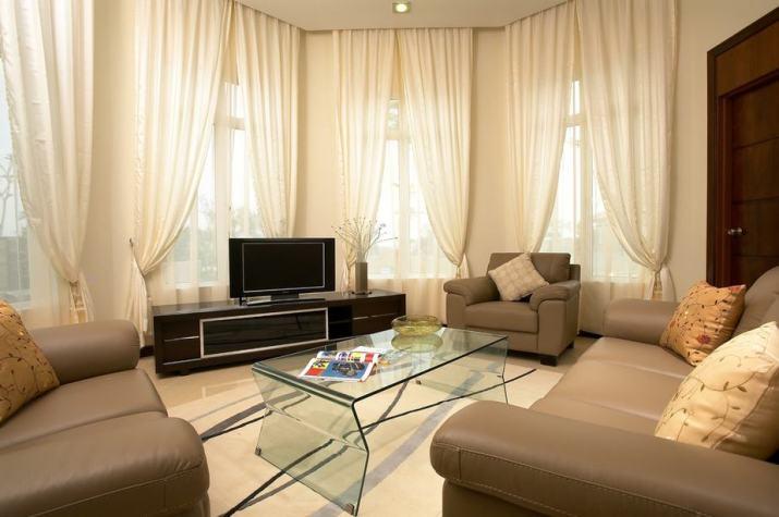 Living Room Arrangement for Vast Feeling