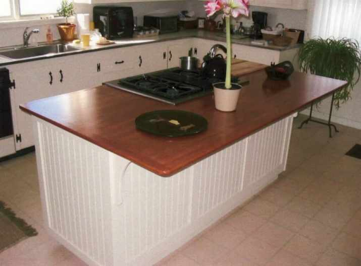 Coastal Cottage Kitchen Island with Cooktop