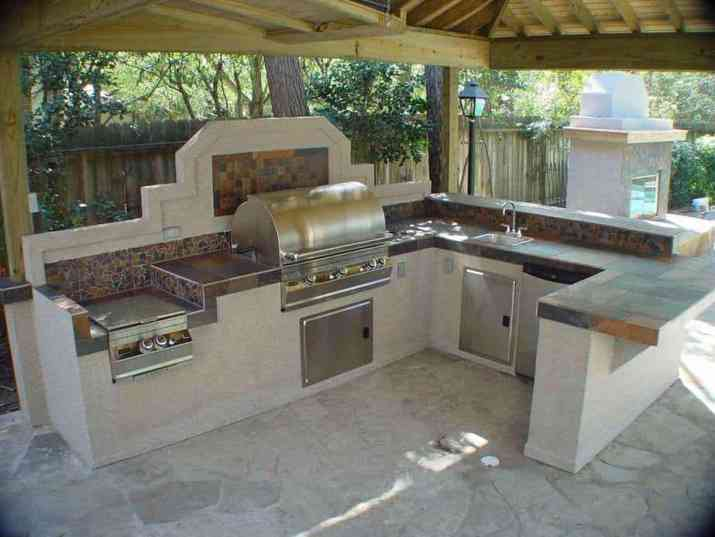 Outdoor Kitchen with Separate Lighting Source