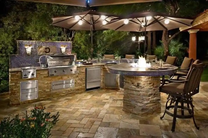 Luxurious Outdoor Kitchen Island