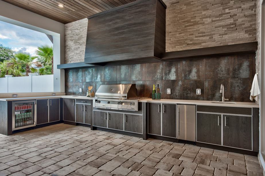 Natural Outdoor Kitchen Backsplash