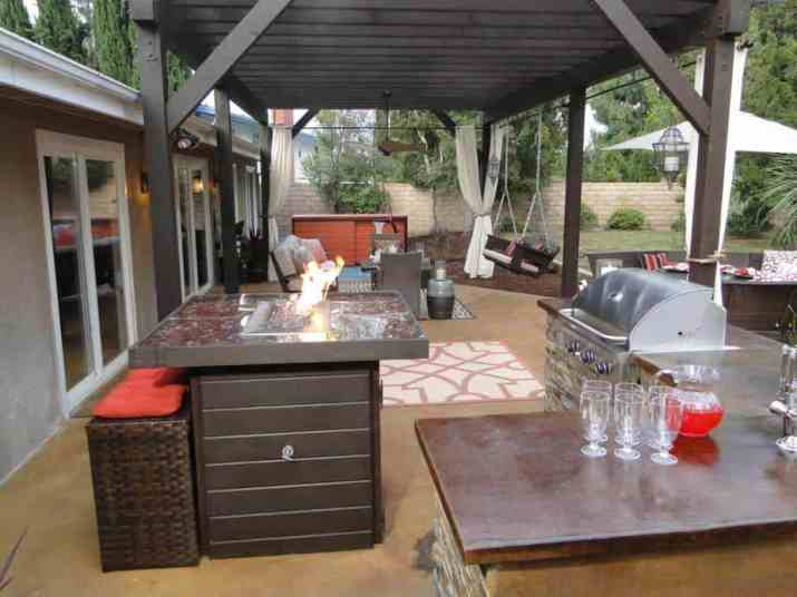 Relaxed Outdoor Kitchen Island