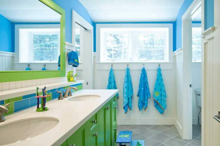 Fresh Colorful Bathroom