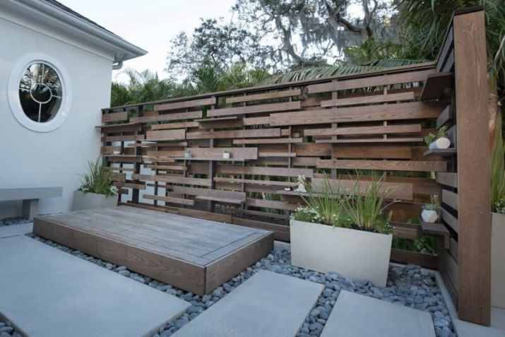 Stylish Wood Boards Privacy Screen