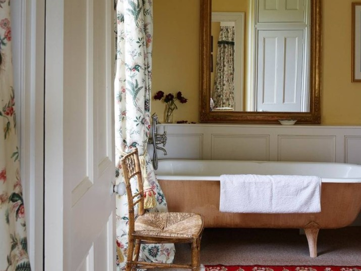 15 Country Bathroom Ideas 2020 (Scene-Stealing Design Inspirations) 12