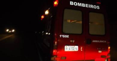 ambulância do corpo de bombeiros na rodovia