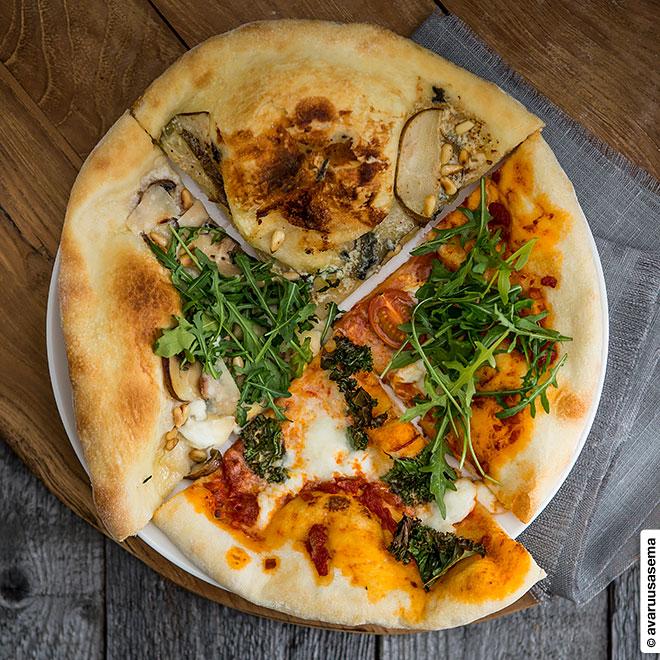 Neljä pizzaa, © avaruusasema.com