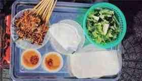Bánh ướt thịt nướng Hội An: muốn ăn phải biết cuốn